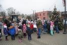 Przedszkolaki ustroiły choinkę na osięcińskim rynku